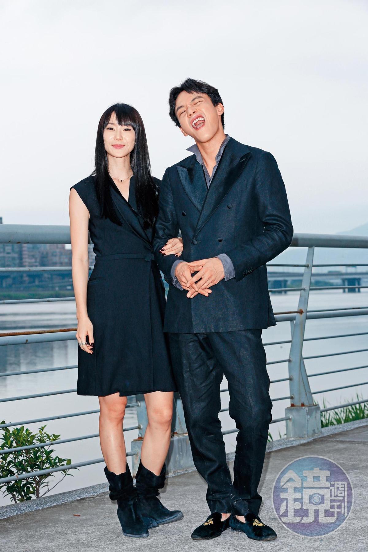 曹晏豪(右)說自己飾演的角色,在片中與夥伴們相處時,會一直講幹話和髒話,所以私下聊天時,常噴出電影裡的髒話台詞。左為鍾瑶。