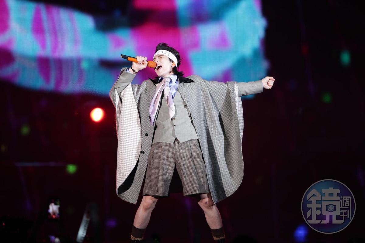 2019 hito流行音樂獎在台北小巨蛋舉行頒獎典禮,邀來38組藝人接力演唱,包括歌手蕭敬騰領軍的樂團「獅子LION」。