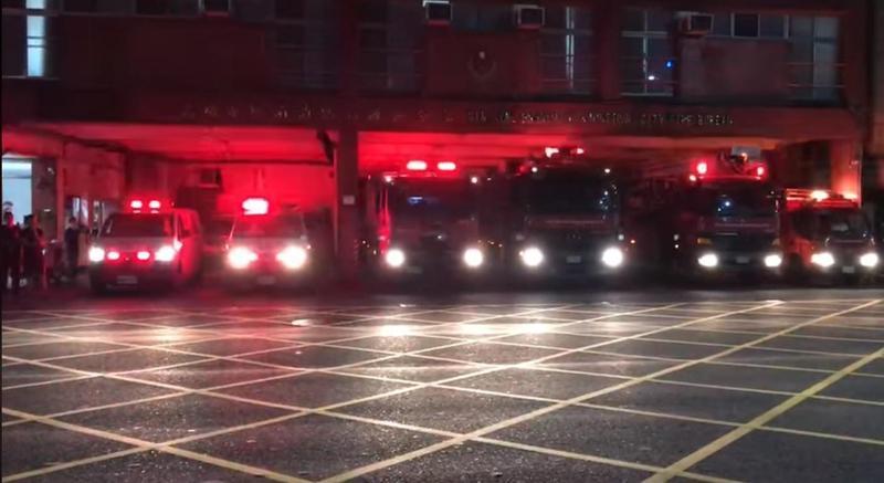 圖/鏡週刊 高雄氣爆5年 消防車列隊鳴笛閃燈:兄弟回來看看老朋友吧