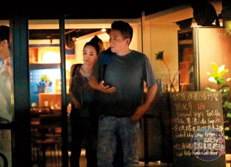 聚餐後「假再見」 女星睡進導演家過夜近11小時
