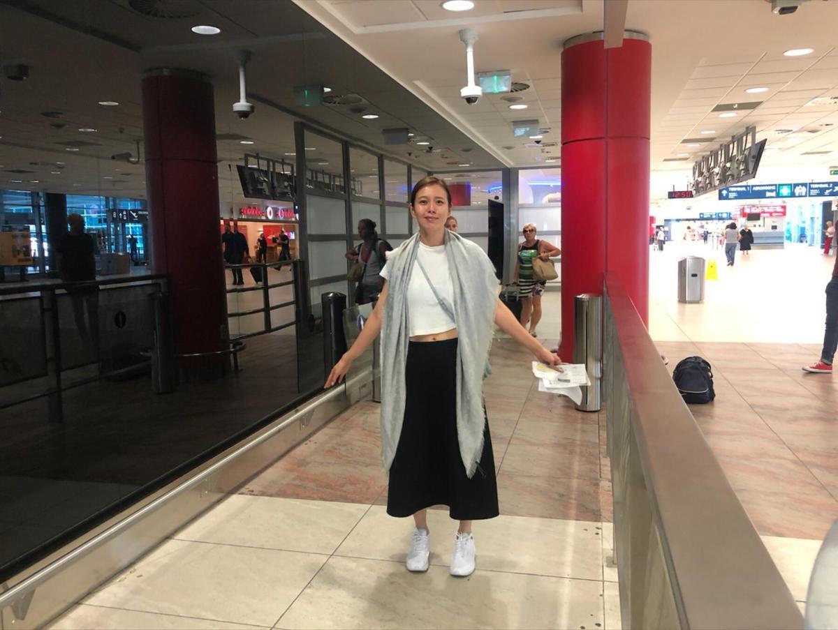 劉品言的行李在捷克的機場失蹤,她兩手空空,還好手機錢包護照還在。(劉品言提供)