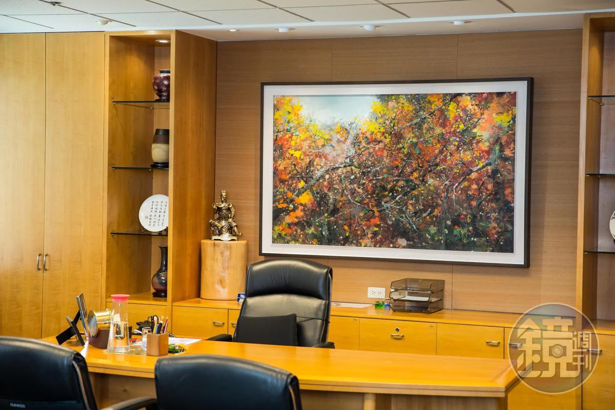 張忠謀退休後的辦公室,位於台北信義區,辦公室陳設簡單,掛著多福張淑芬畫作。