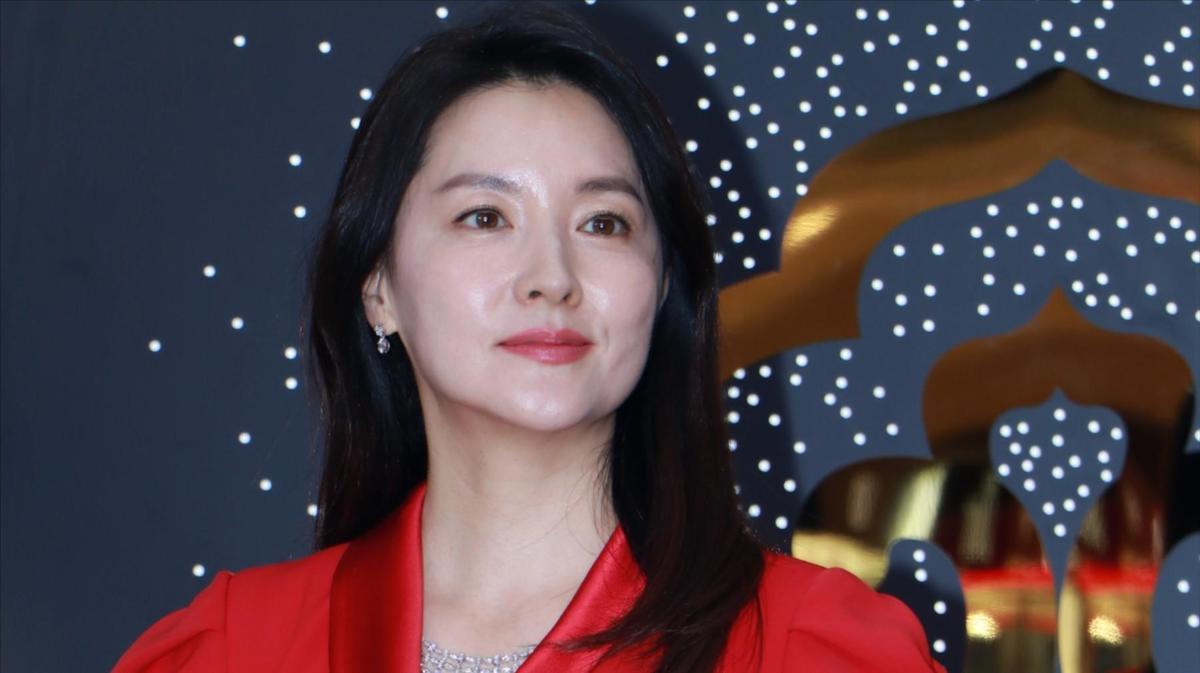 李英愛在上海出席化妝品記者會,「氧氣美女」的皮膚仍白晰無瑕。(東方IC)