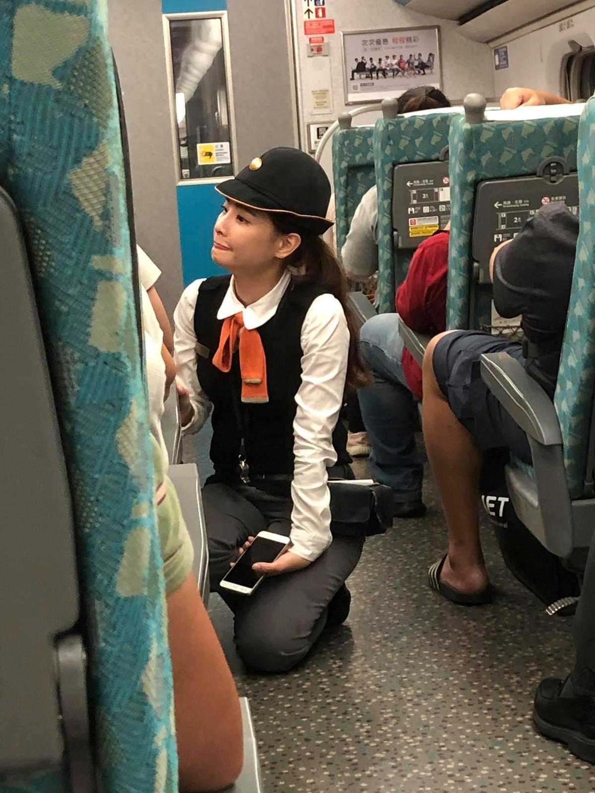 網友分享高鐵上拍到天使列車長。(翻攝自爆廢公社)