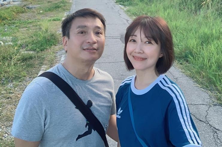 夫妻檔平時感情非常好,常在社群上貼出甜蜜出遊照曬恩愛。(翻攝自余皓然臉書)