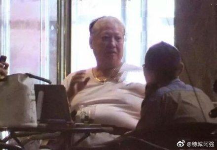 「最靈活胖子」洪金寶近況曝光 憔悴坐輪椅抖三層肉