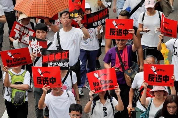 網瘋傳港黑警舉家移民台灣 移民署:港澳來台嚴格把關