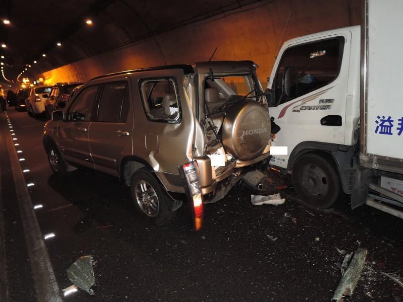 兩天前才火燒車 國道6號隧道又7車連環撞