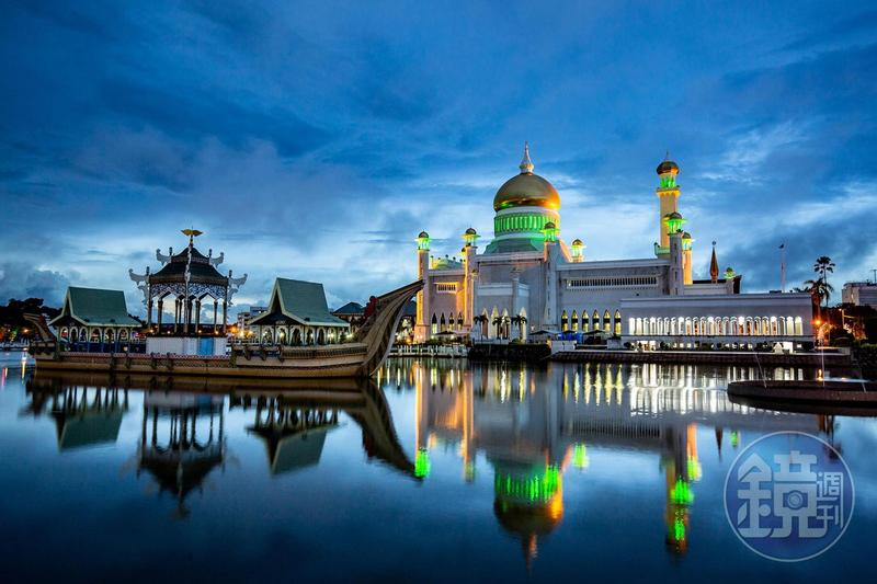 亞洲最壯觀清真寺 雨後夜晚倒影美得令人屏息