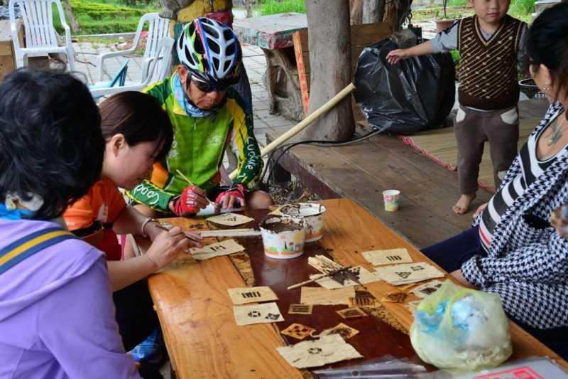 結合部落體驗活動於路線中,部落導覽與手作DIY活動(圖片來源:東管處)