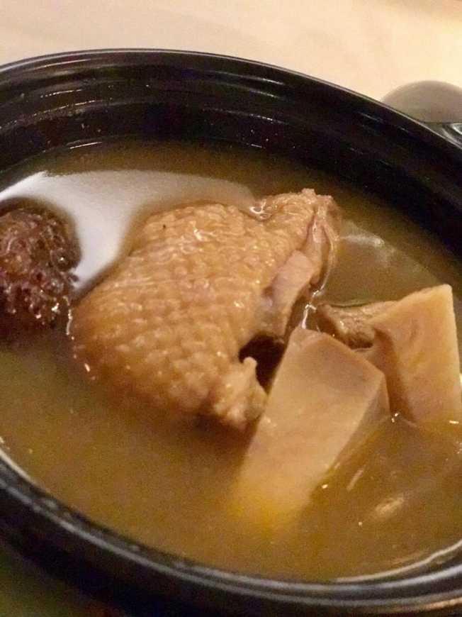 雞鮑湯是人間第一美味,鮑魚彈牙、雞肉軟嫩。
