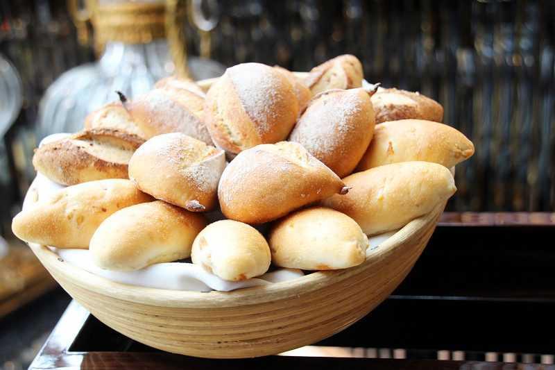 無限提供的各式法國麵包,搭配來自法國Charentes-Paitou的Pamplie頂級AOP奶油,讓人忍不住大快朵頤