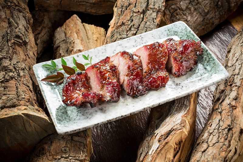 譽瓏軒的荔枝木燒烤磚爐,用以製作帶有濃郁果木香氣的廣東燒味。