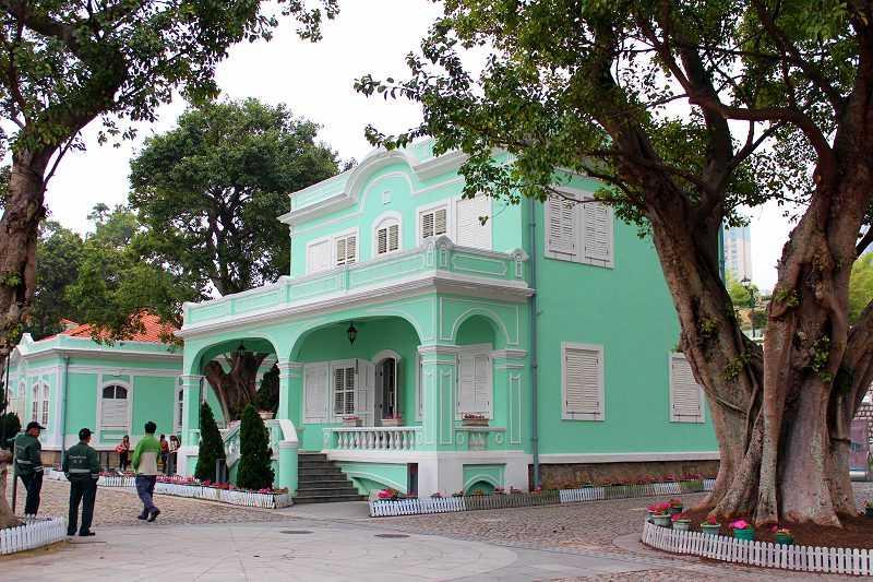 《龍環葡韻住宅式博物館》共有五棟式樣不同但皆為淡雅碧綠色彩的小屋。