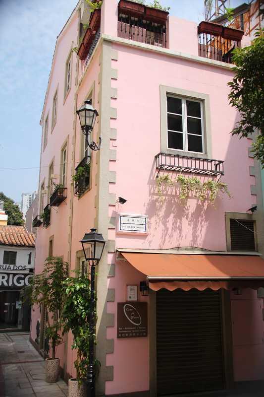 氹仔小巷內隨處可見葡風小樓