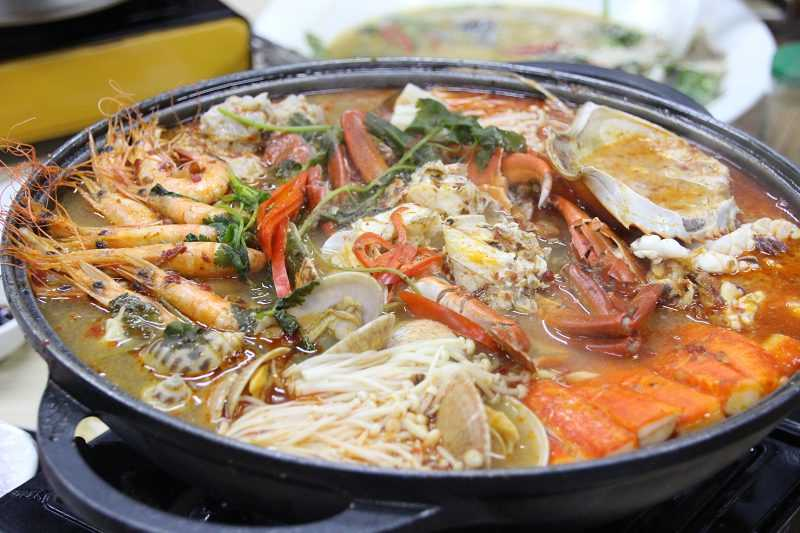南洋風情的海鮮鍋也豪邁澎湃