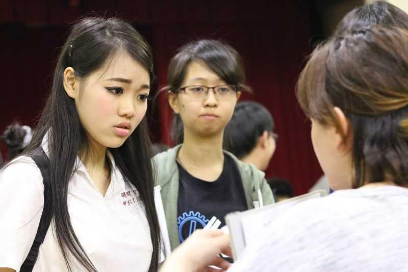 「第十七屆花樣年華全國青少年戲劇節」的十三個高中職團隊自編自導自演。從7月14日到29日,每晚在新北市淡水分館演藝廳演出。