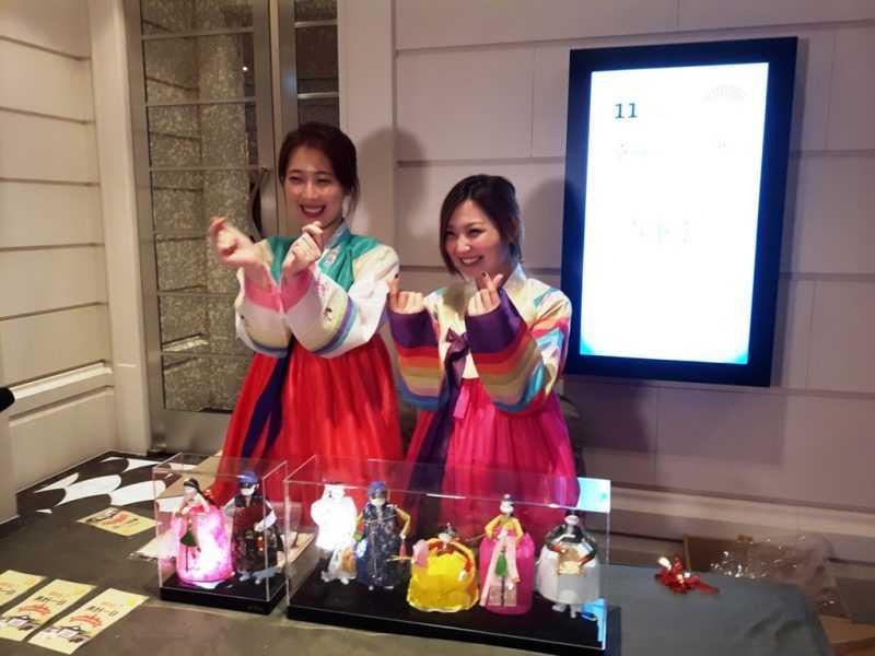 韓紙玩偶製作體驗倆位韓籍美女