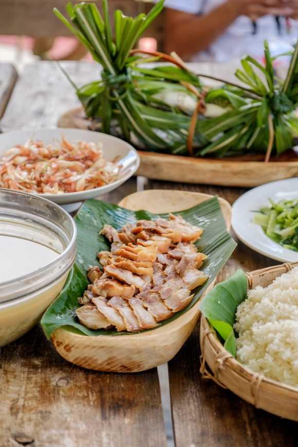品嘗奇美部落的野菜及醃漬豬肉(東管處提供)