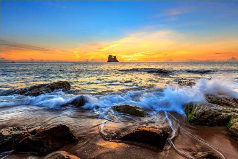 金山雙燭嶼浪花海岸(洪志輝攝,北觀處提供)