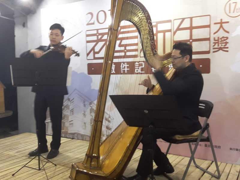 灣聲樂團的表演,揭幕老屋新生大獎徵件活動開始