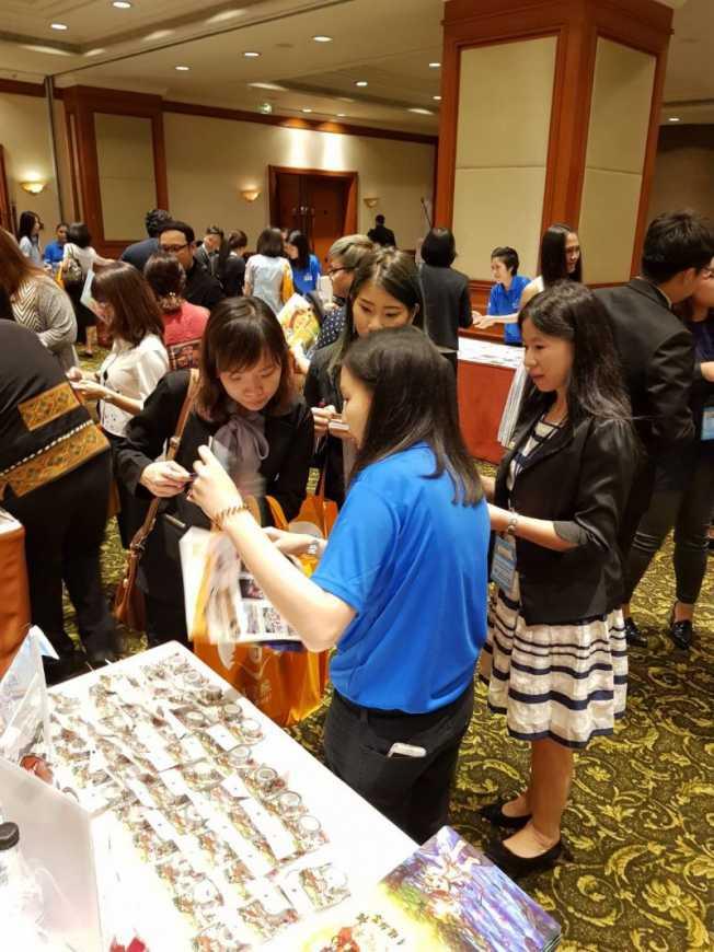 交流會場中台灣好樂園業者與當地旅行社業者互動熱絡(台灣觀光遊樂區協會提供)