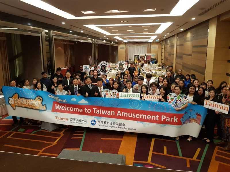 台灣好樂園業者與泰國旅行社業者大合照(台灣觀光遊樂區協會提供)
