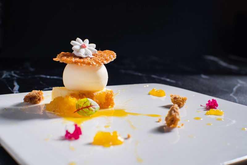 黃檸檬白巧克力慕斯佐榛果脆餅(公關圖片)