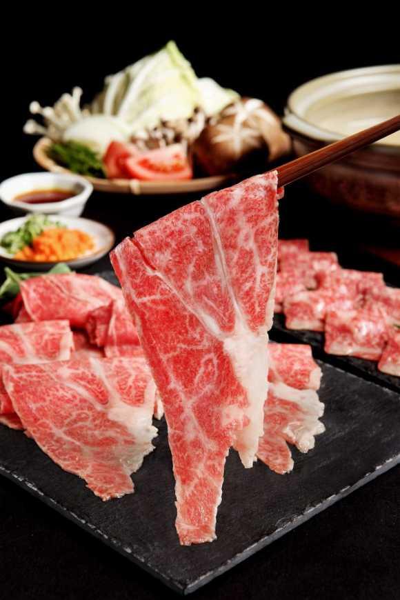 RÒU by T-HAM 推出日本宮崎牛梅花火鍋肉片,每份200g售價1,680元