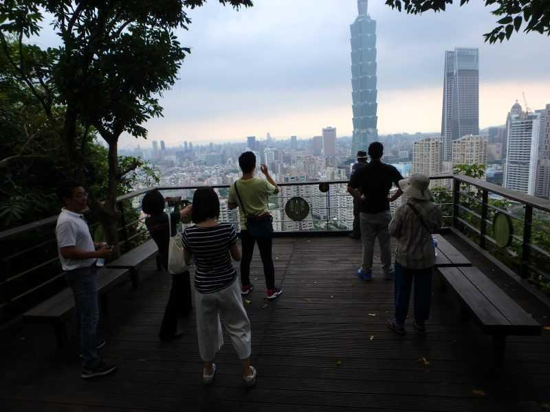 站在煙火平台,眼前的台北101彷彿觸手可及。(台北市工務局提供)
