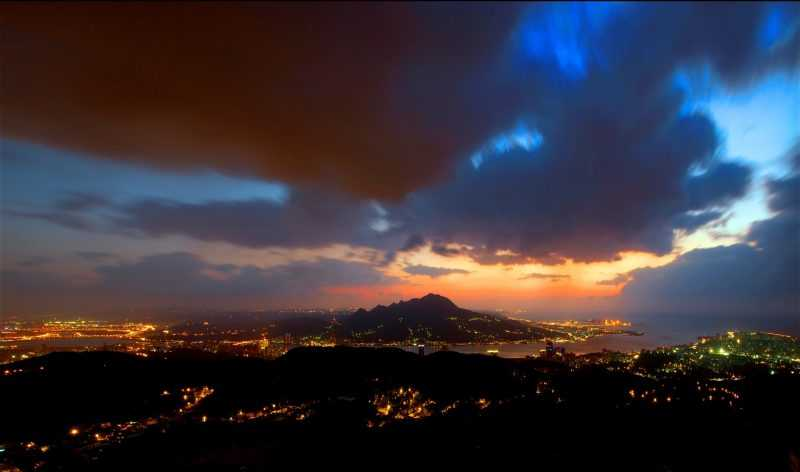 觀音山可以在海拔350公尺處遠眺午夜12時大台北盆地所散發的歡樂氣氛及台北101大樓的煙火。