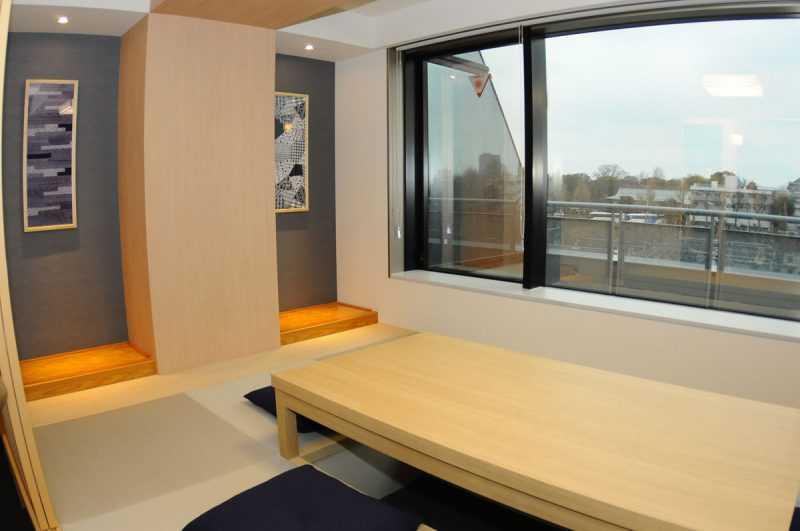 MIMARU東京上野NORTH共有40個房間,就在上野車站旁,在8樓的房間,窗外即可觀賞全日本最出名的上野公園櫻花季。(記者杜明賢攝)