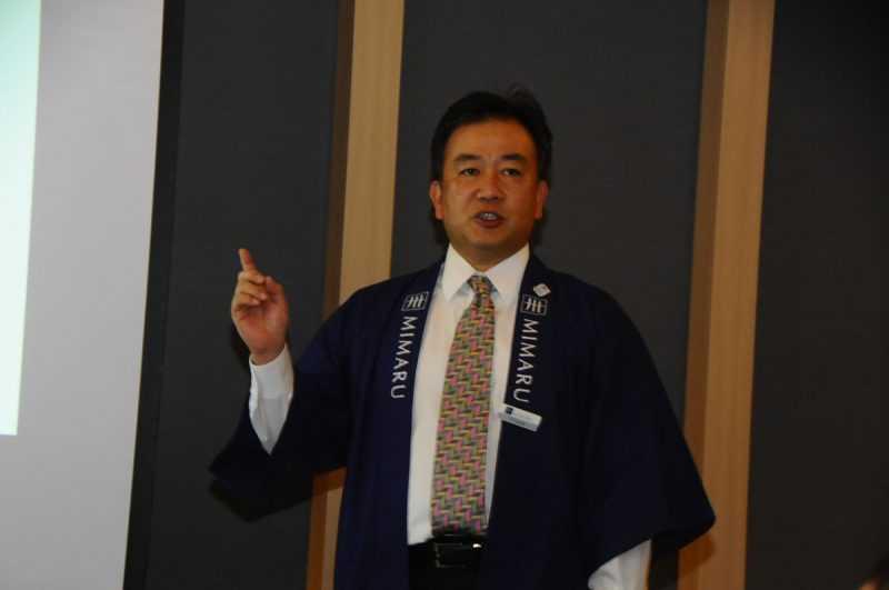 藤岡英樹說:「APARTMENT HOTEL MIMARU就是提供4人以上同時入住的房型,給旅客同時居住的空間需求。」(記者杜明賢攝)
