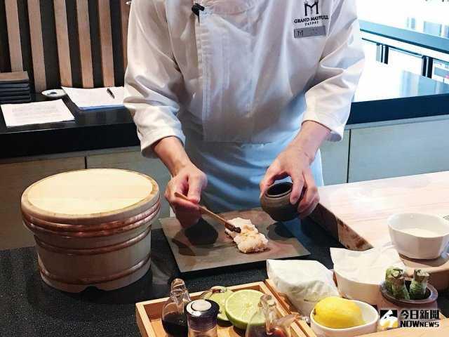 ▲板前長製做握壽司。(圖/記者賴詠璿攝)