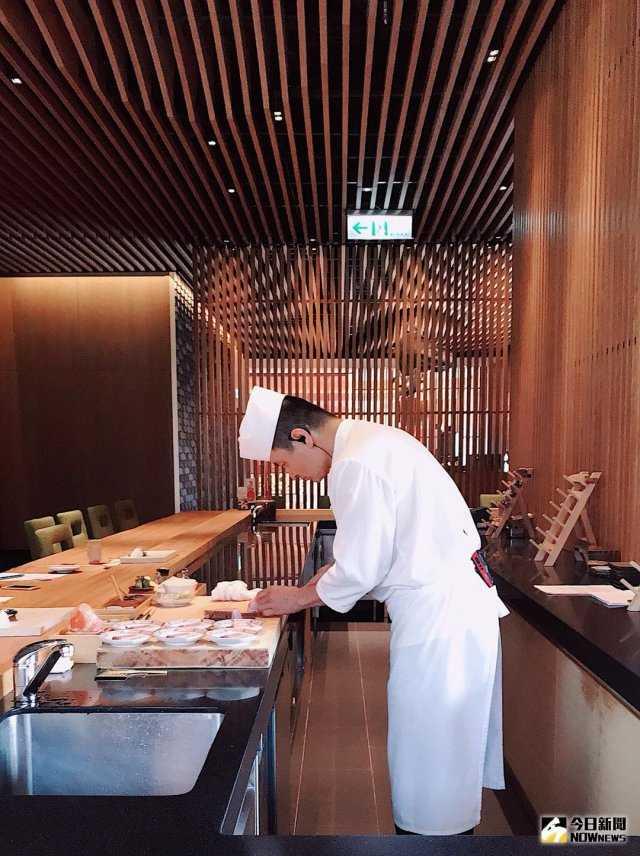 ▲日本料理壽司板前長呂建良,擁有超過 30 年的豐富廚藝經驗。(圖/記者賴詠璿攝)
