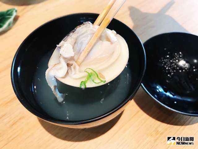 ▲使用大又肥美的蛤蜊,餐後食用鮮甜清湯一解油膩。(圖/記者賴詠璿攝)