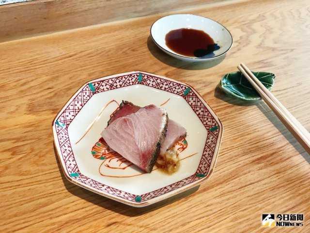 ▲青甘魚利用炙烤,配上洋蔥芥末子醬,微酸微甜。(圖/記者賴詠璿攝)