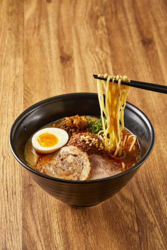 ▲一風堂以自家製擔擔麵肉味噌與佐料推出「博多擔擔麵」,這可是在日本東京拉麵展中的明星商品。(圖/一風堂)