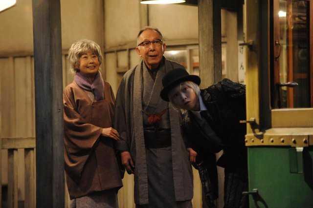 ▲安藤櫻(右)飾演的死神,會帶領死者去溫暖的黃泉國度。(圖/中影,2018.03.10)