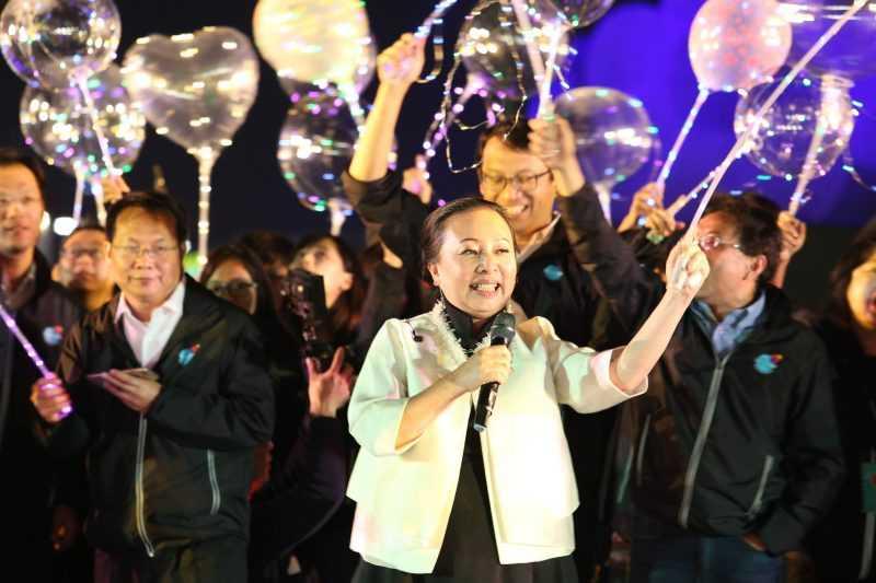 小花縣長帶領的團隊締造台灣燈會十項首創新猶。(嘉義縣政府提供)