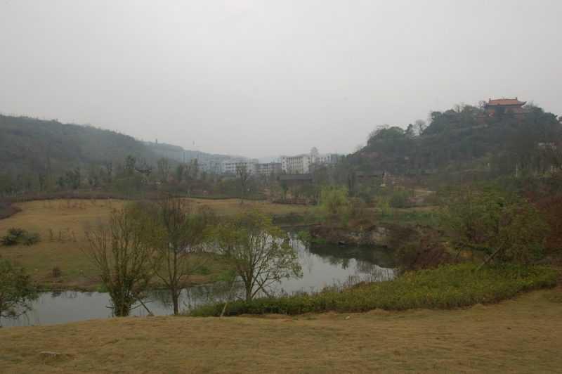 貴州省黔南州古城福泉,山中有城,城中有山,山中有神也有仙,被譽為「東方盧森堡」。