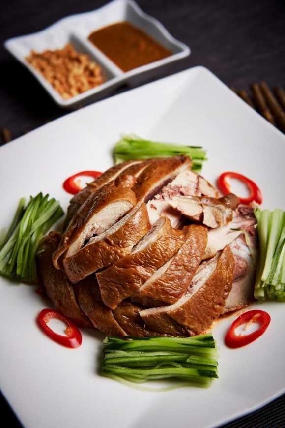 「川味口水雞」味道層次豐富,保證令人口水直流,售價NT$360。(圖王朝大酒店提供)