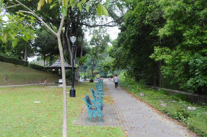 ▲麥里芝蓄水池公園的造景及步道,更像是湖畔小徑的浪漫散步行程。(特派記者杜明賢攝)