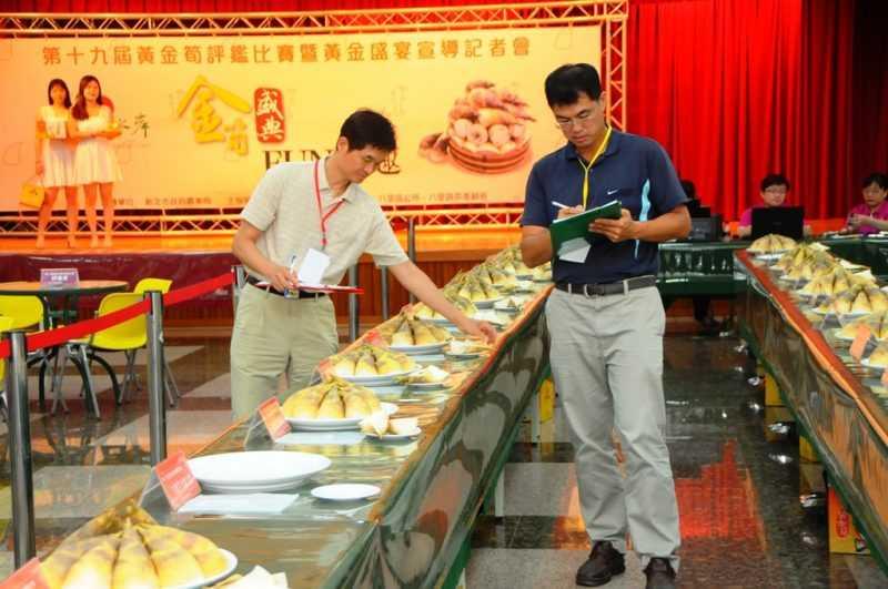 新北市八里區農會8日舉辦黃金筍評鑑比賽及黃金盛宴(記者杜明賢攝)