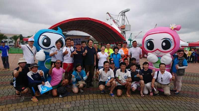 上海文教基金會全台同仁與志工因本次活動啟發愛護環境之心,期許每年均能於北海岸最美的季節光臨這片沙灘進行公益小旅行。(北關處提供)