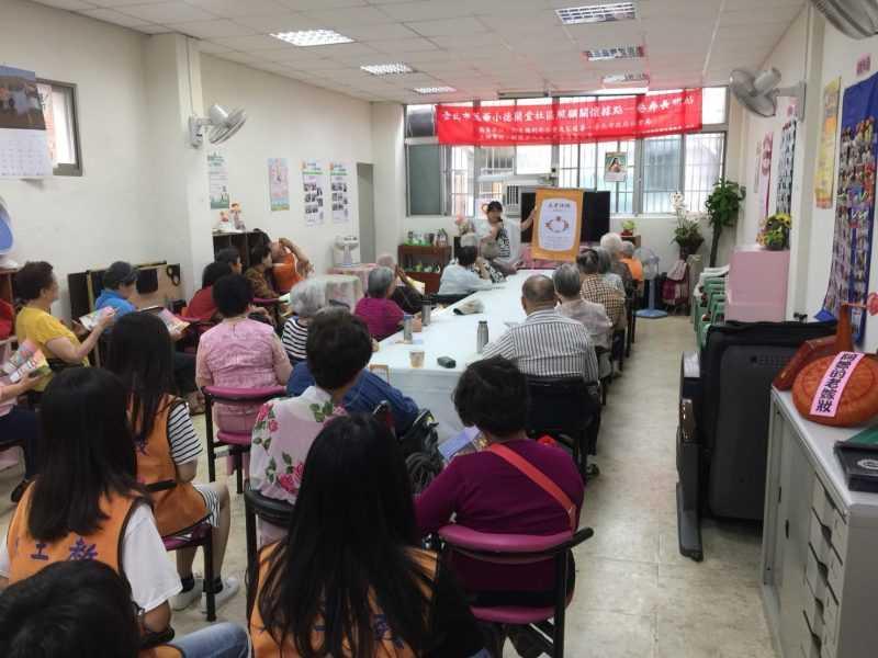 台北市萬華小德蘭堂社區照顧關懷據點共餐宣導情況
