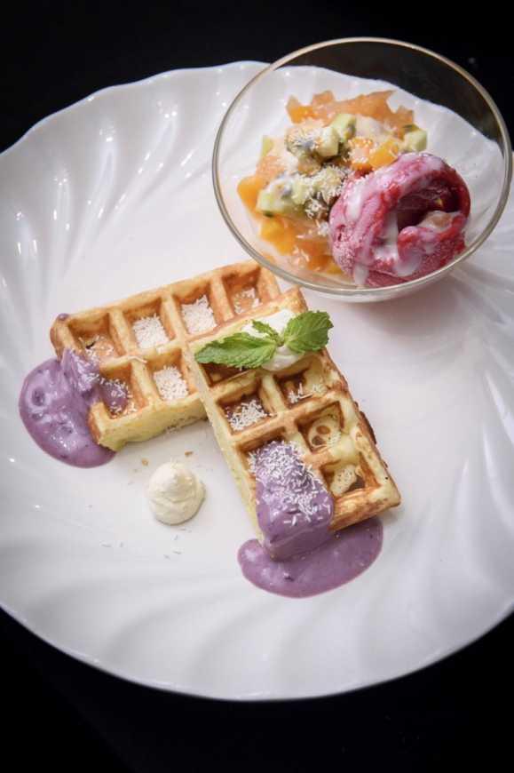 結合沙拉、義大利麵、三明治、鬆餅及聖代等佳餚,製作「益菌王」夏日清爽套餐。(葡萄王提供)