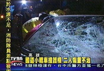 國道小轎車撞護欄 二人傷重不治