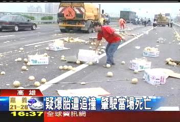 貨車爆胎翻覆 駕駛被自己車壓死