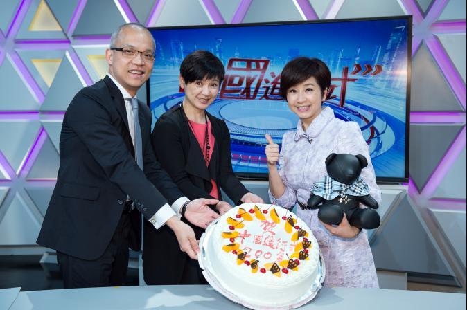 TVBS《中國進行式》200集 主持人莊開文切蛋糕慶新生